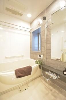 リシェ五反田スカイビュー追い焚き機能と浴室乾燥機付のシックなバスルーム