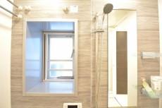 リシェ五反田スカイビュー バスルームは自然換気もできます。
