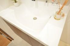 洗面ボウル一体型カウンターでお掃除も簡単