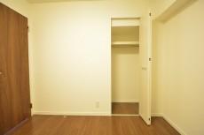 約4.7畳の洋室のクローゼット