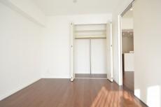 約5.8畳の洋室のクローゼット