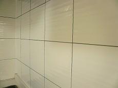 コープ野村六本木Ⅱ 白い清潔感あるタイル