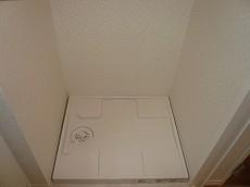マンション都立大 洗濯機置き場です。203