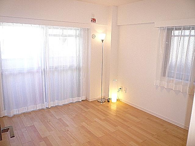 セブンスターマンション東山 2面採光 洋室6.0帖です。