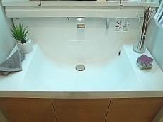セブンスターマンション東山 洗面ボウルサイドも嬉しいスペース。