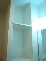 セブンスターマンション東山 洗面化粧台 収納棚。