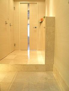 六本木ハイツ 天然大理石貼りの玄関ホール510
