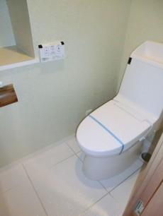 トイレにも洗面室と同じクロス