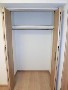 玄関横のサービスルーム(約4.0帖) 収納