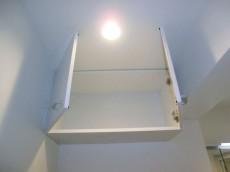 ヴィラグレイス西落合 洗濯機置き場上部の吊戸棚