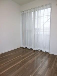 ヴィラグレイス西落合 約5.3帖の洋室