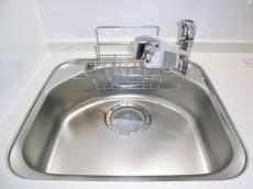 西新宿ハウス シンクの水栓は浄水器内蔵タイプ501