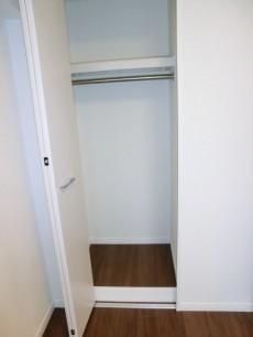 西新宿ハウス 約4.7帖の洋室 収納501