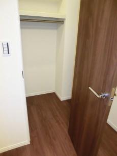 西新宿ハウス 約5.0帖の洋室 ウォークインクローゼット501