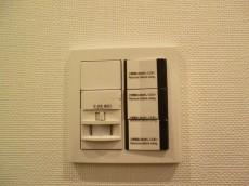 西新宿ハウス 玄関には人感センサー501