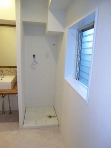 シャンボール松濤 洗面室にも窓があります