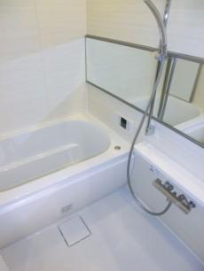 シャンボール松濤 ホワイト基調のバスルーム