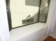 パセオ青山 洋室(大) 出窓があります