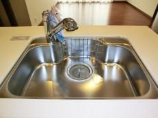 第23宮庭マンション シンクの水栓は浄水器一体型