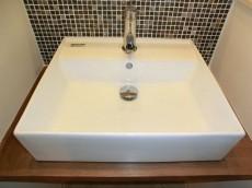 第23宮庭マンション モザイクタイルと一枚鏡がオシャレな洗面化粧台