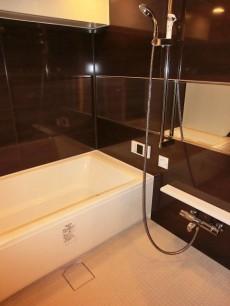 第23宮庭マンション ラグジュアリーな雰囲気のバスルーム