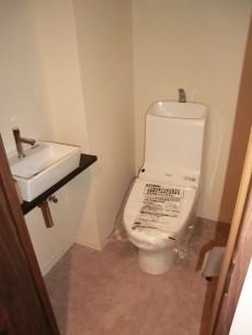 第23宮庭マンション ウォシュレット・手洗い場付のトイレ