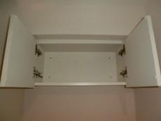 第23宮庭マンション トイレ上部の吊戸棚