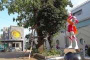 レジデンシャルステート砧 ウルトラマン像と交番