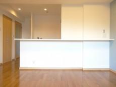 ディナスカーラ新宿 約12.6畳の明るいLDK