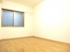 ディナスカーラ新宿 約6.4畳の洋室