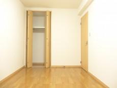 ディナスカーラ新宿 約6.4畳の洋室のクローゼット