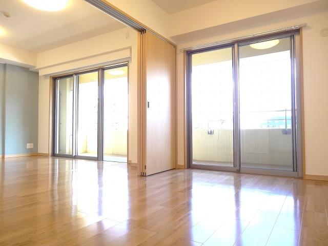 ディナスカーラ新宿 約12.6畳のLDK+約5畳の洋室を合わせて開放感のある空間に!