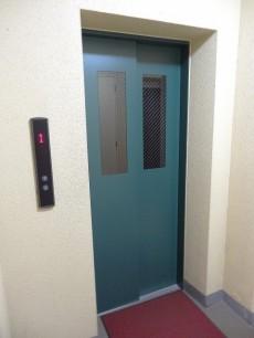 ディナスカーラ新宿 エレベーター