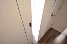 レジデンシャルステート砧 洋室5.7入口