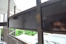 共用廊下の目の高さにはパネルがあります。