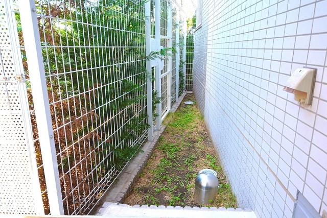 約9㎡のテラス脇の専用庭