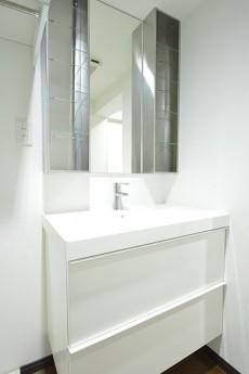 秀和参宮橋レジデンス スタイリッシュな洗面化粧台