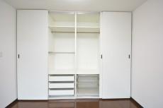 秀和参宮橋レジデンス 約12.0畳の洋室のクローゼット内部