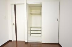 秀和参宮橋レジデンス 約8.0畳の洋室のクローゼット内部