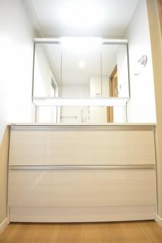 4面鏡の洗面台
