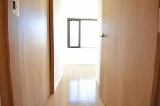 DENと洋室スペース入口