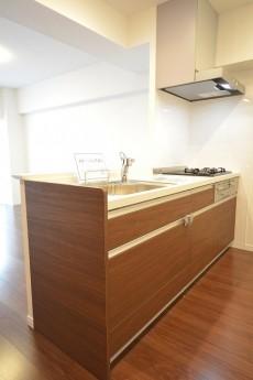 田町スカイハイツ ワークトップが人造大理石のシステムキッチン101