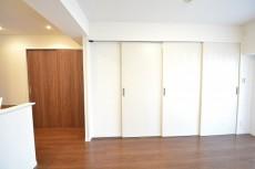 田町スカイハイツ 洋室への扉101