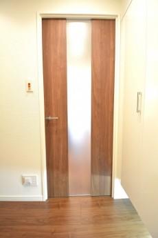 LDKの入口には採光部があります。