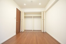 約5.7畳の洋室の収納