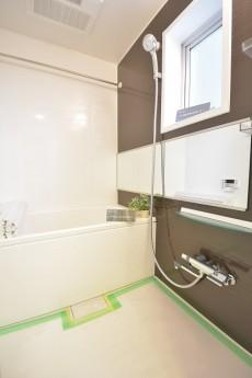追い焚き機能と浴室乾燥機付きバスルーム