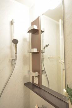浴室乾燥機能付きのバスルーム