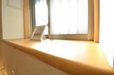 約4.5畳の洋室の出窓
