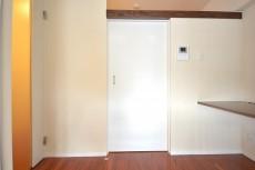 高輪中台マンション 洋室の扉