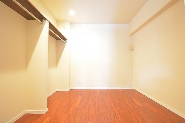 高輪中台マンション 約4.5畳の洋室